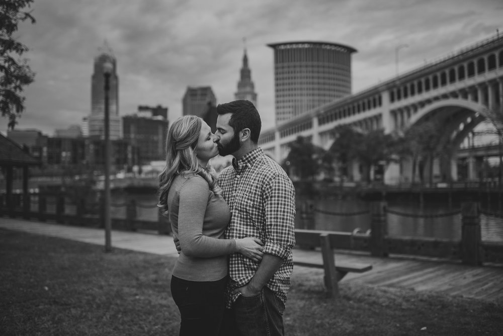 Edgewater Park Cleveland Engagement Session-0013.jpg