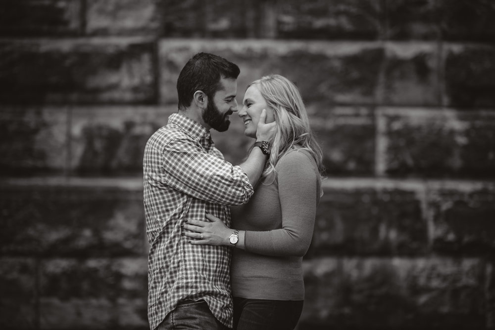 Edgewater Park Cleveland Engagement Session-0014.jpg