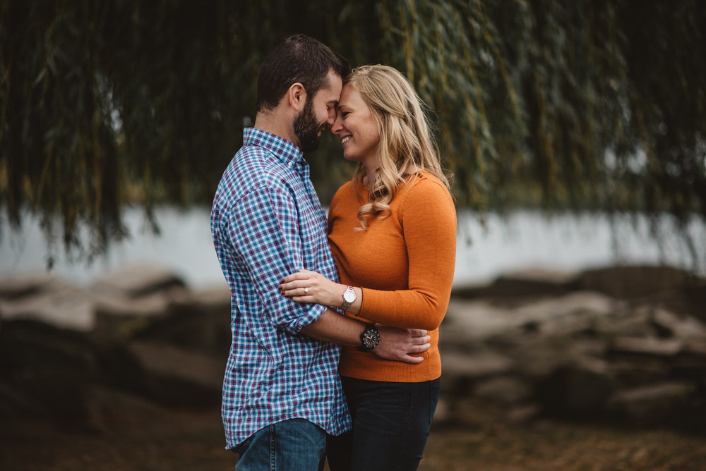 Edgewater Park Cleveland Engagement Session-0016.jpg