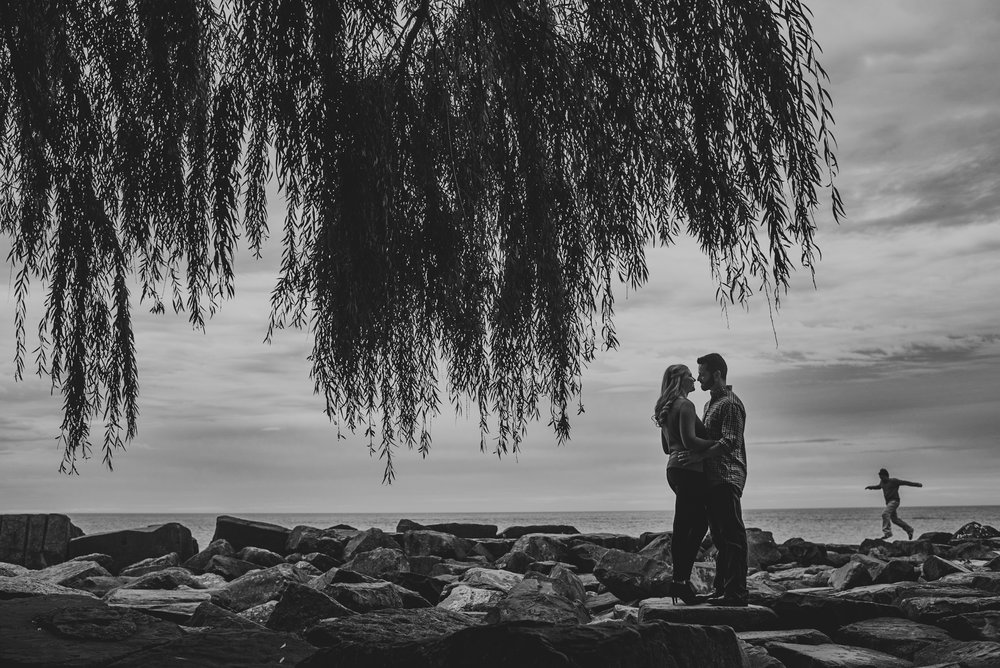 Edgewater Park Cleveland Engagement Session-0019.jpg