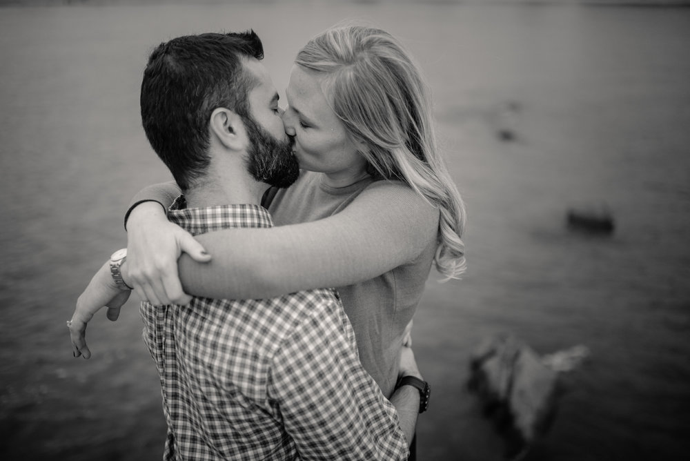Edgewater Park Cleveland Engagement Session-0021.jpg
