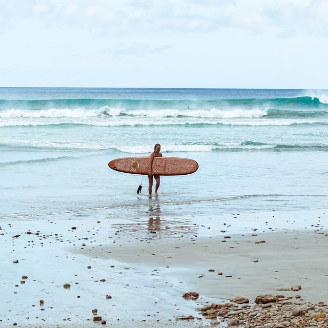Question! Would you paddle out on the longboard on this day? 🤗😂 . . . . #surfing #surfer #surf #waves #beach #ocean #surfergirl #longboard #longboarding #sanjuandelsur #playamaderas #brownlongboard #performancelongboard #surfboard #surfboards #ocean #centralamerica