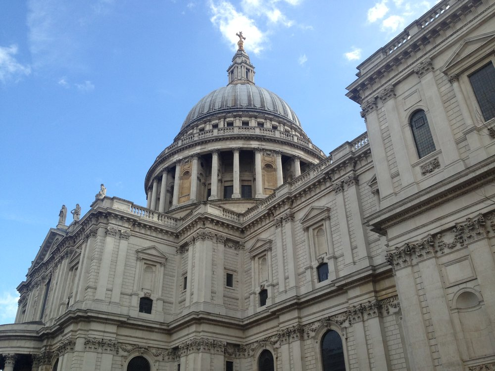 Must Do - The Whispering Gallery - Whisper something around the dome      St Pauls Website
