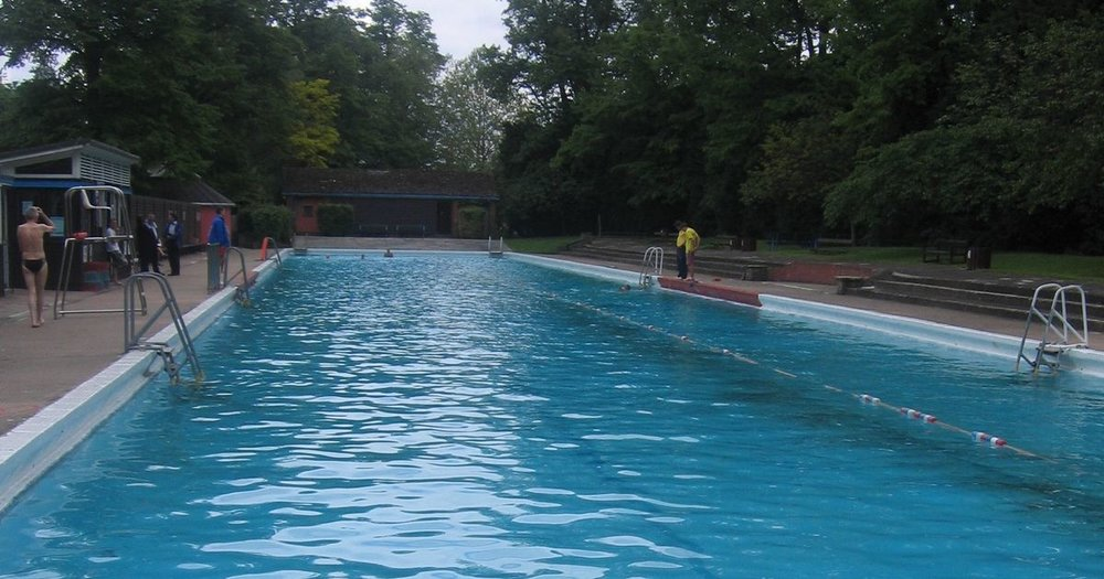 Take a splash at the Jesus Green Pool as an alternative to the drinks date.     £ | Jesus Green Pool | Chesterton Road, Cambridge, Cambridgeshire CB4 3AX |  Website