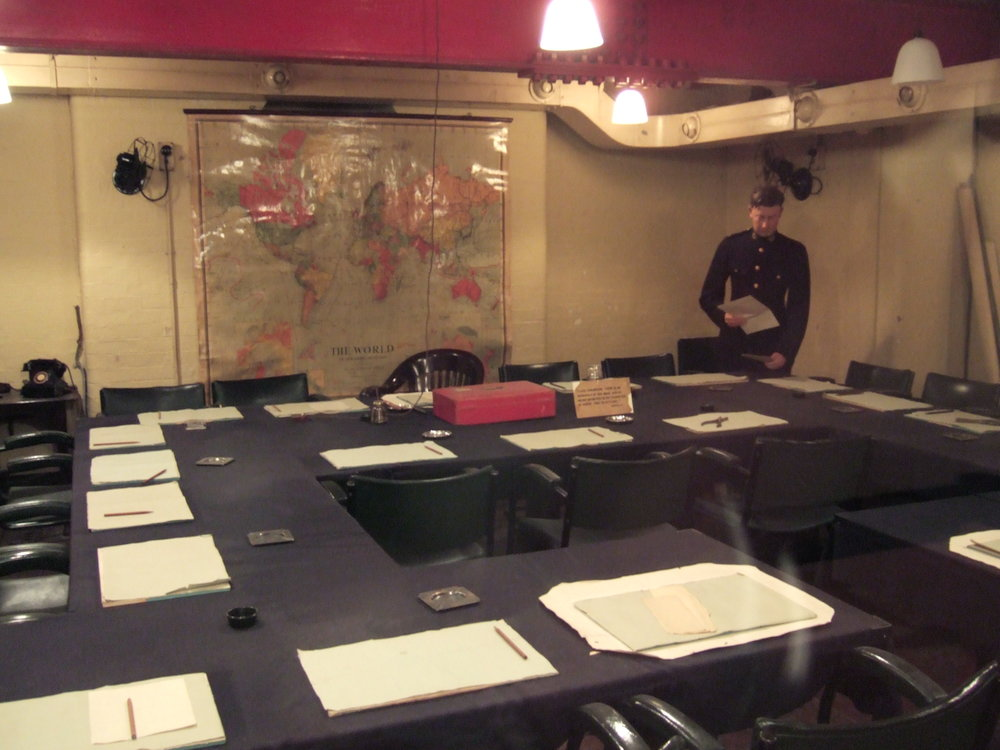Churchill_War_Rooms_-_meeting_room.JPG