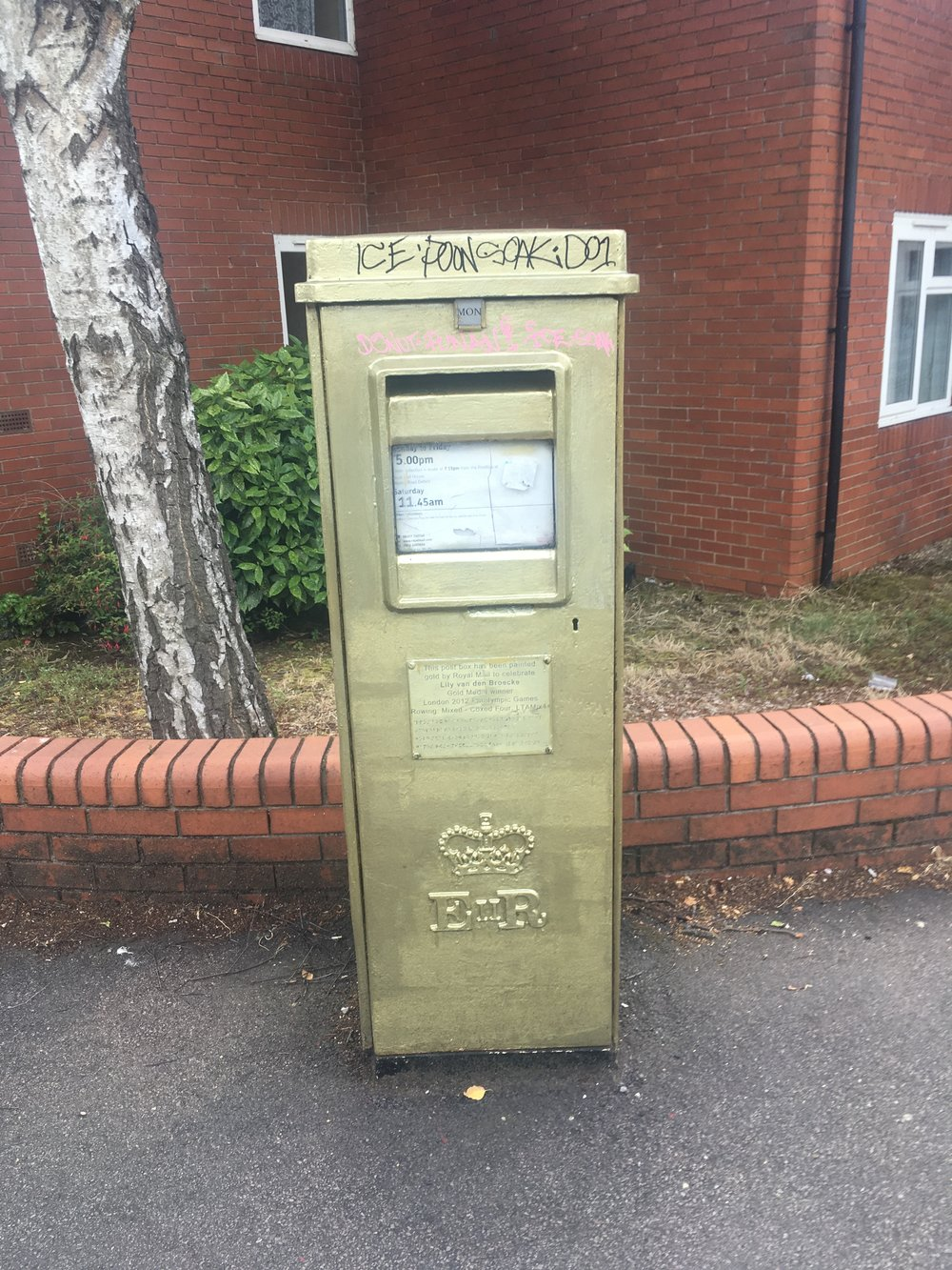 a golden postbox in cowley oxford.JPG