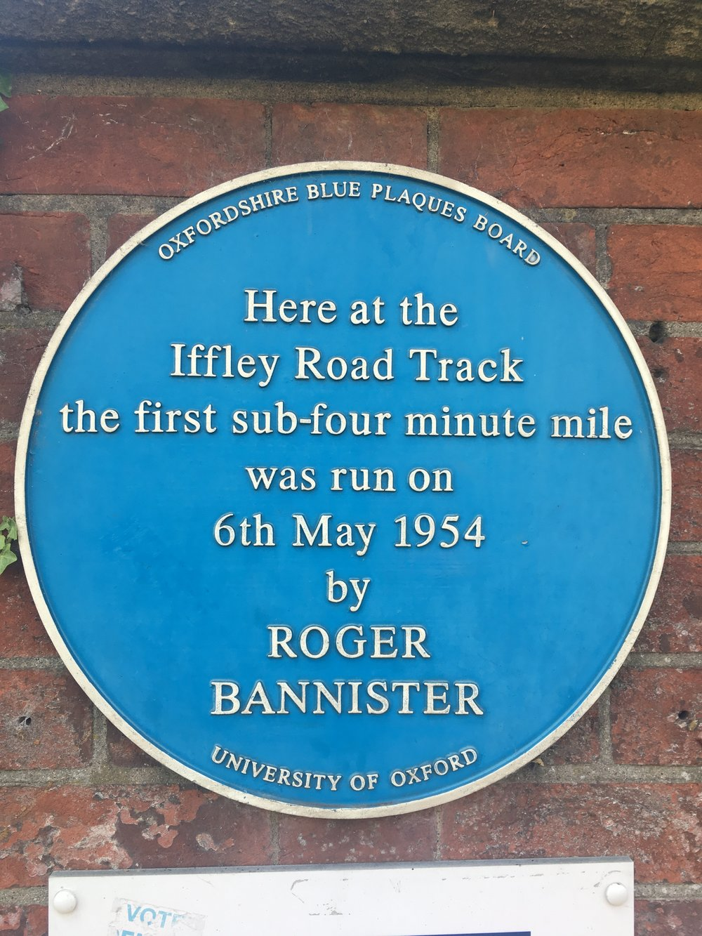 roger bannister blue plaque in cowley in oxford.JPG