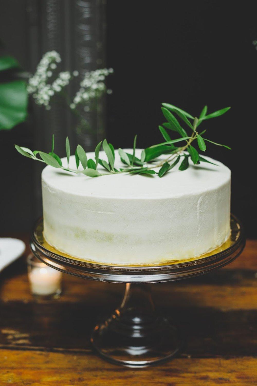 Sweet Maresa's NYC vegan wedding cake | Documentary Wedding Photography - blog.cassiecastellaw.com
