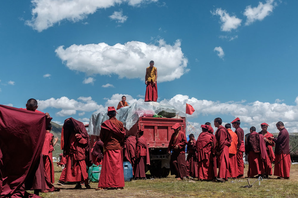 tibetan monks preparing departure