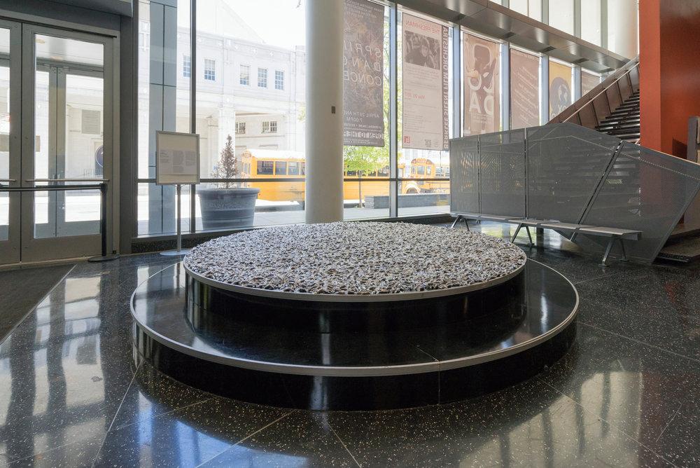 Circle-Through-New-York-exh_ph040.jpg