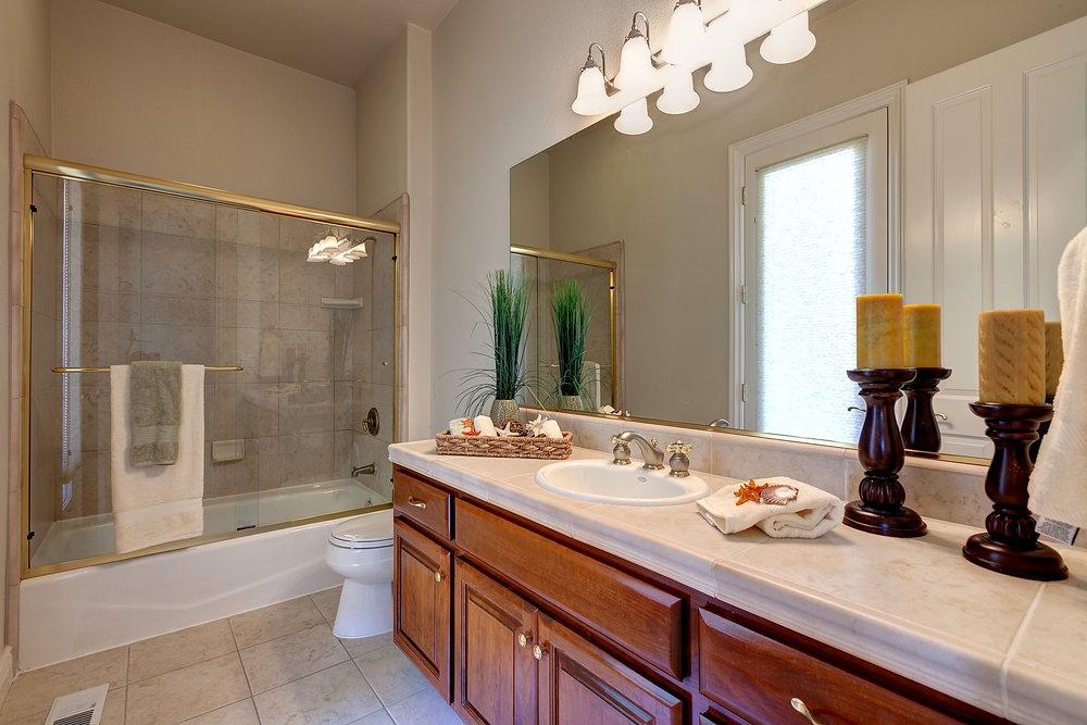 In_Laws_Bathroom.JPG