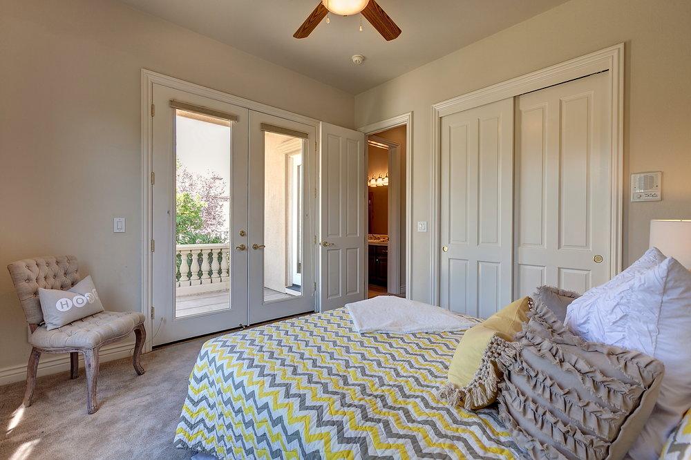 In_Laws_Bedroom_2.JPG