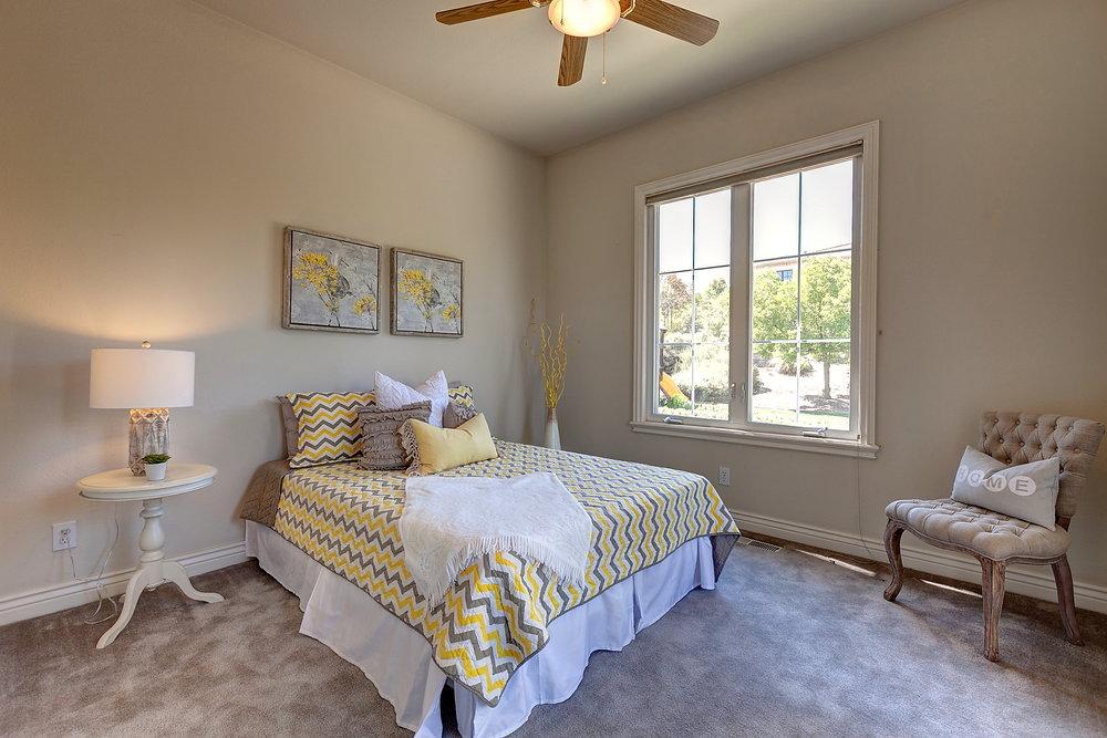 In_Laws_Bedroom_1.JPG