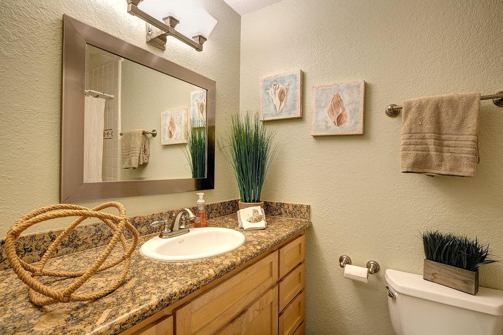 Bathroom_Hall.JPG