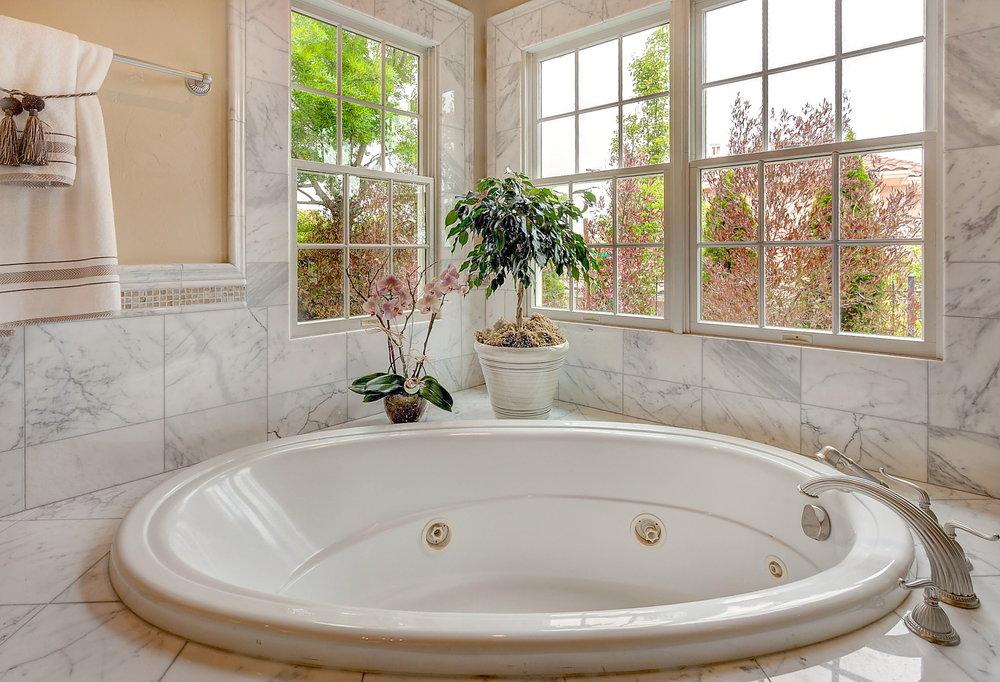 Bathroom_1 Tub.JPG