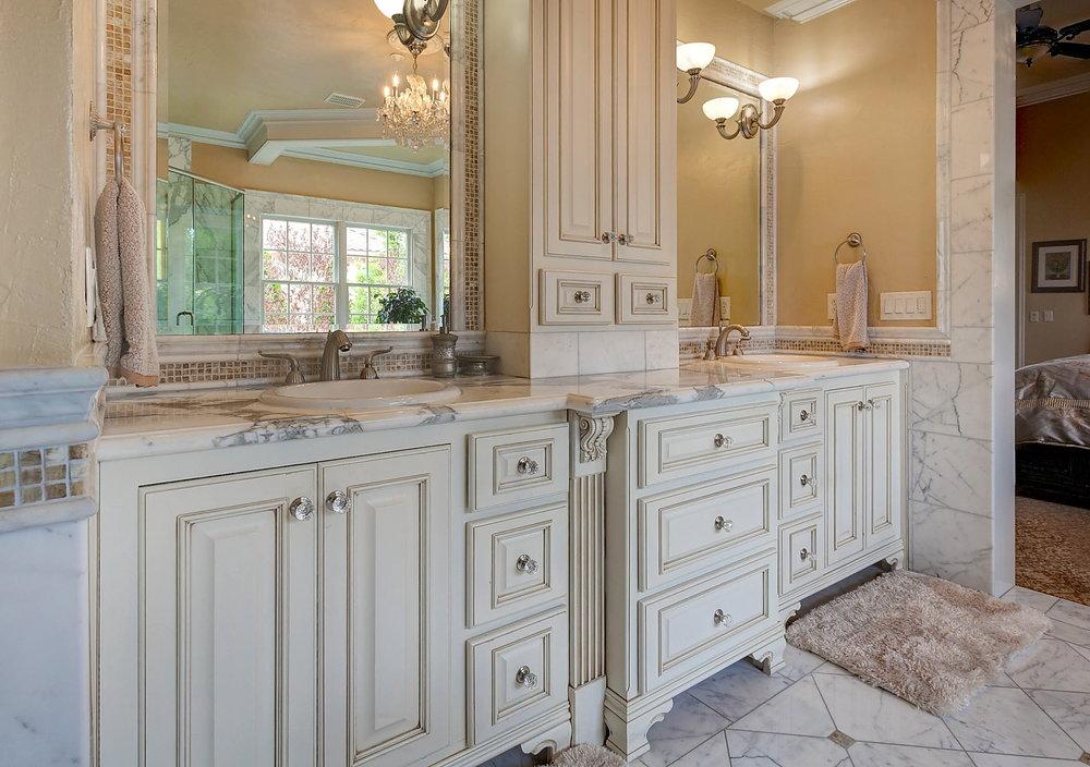 Bathroom_1 Sinks.JPG