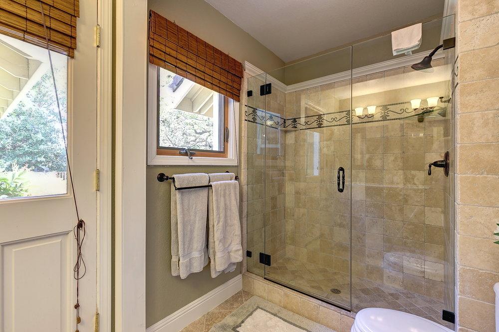 Bathroom 2_1.JPG