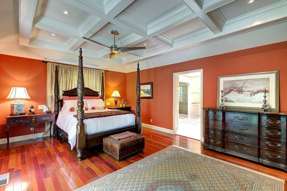 Master Bedroom_1.JPG