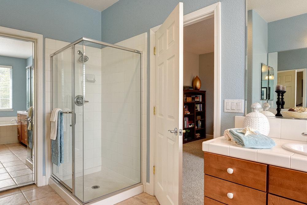 Master Bathroom_3.jpg