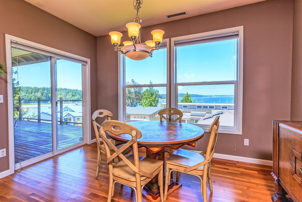 dining area, water view, windows