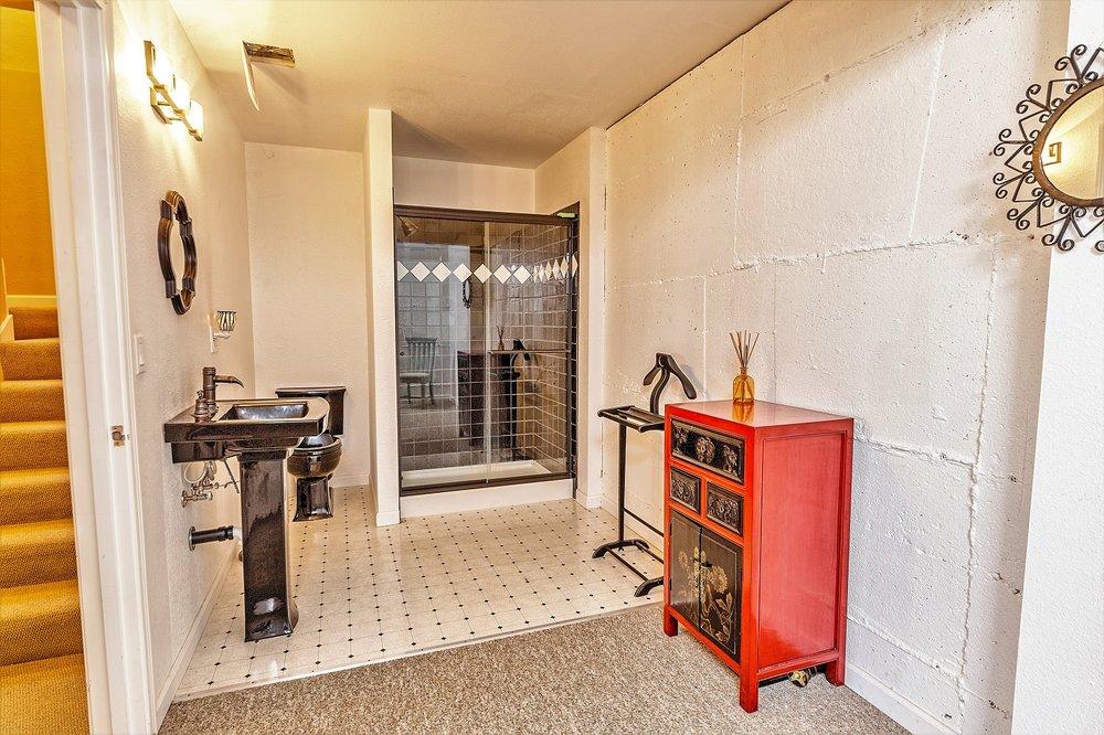 bathroom, port hadlock, olympic peninsula