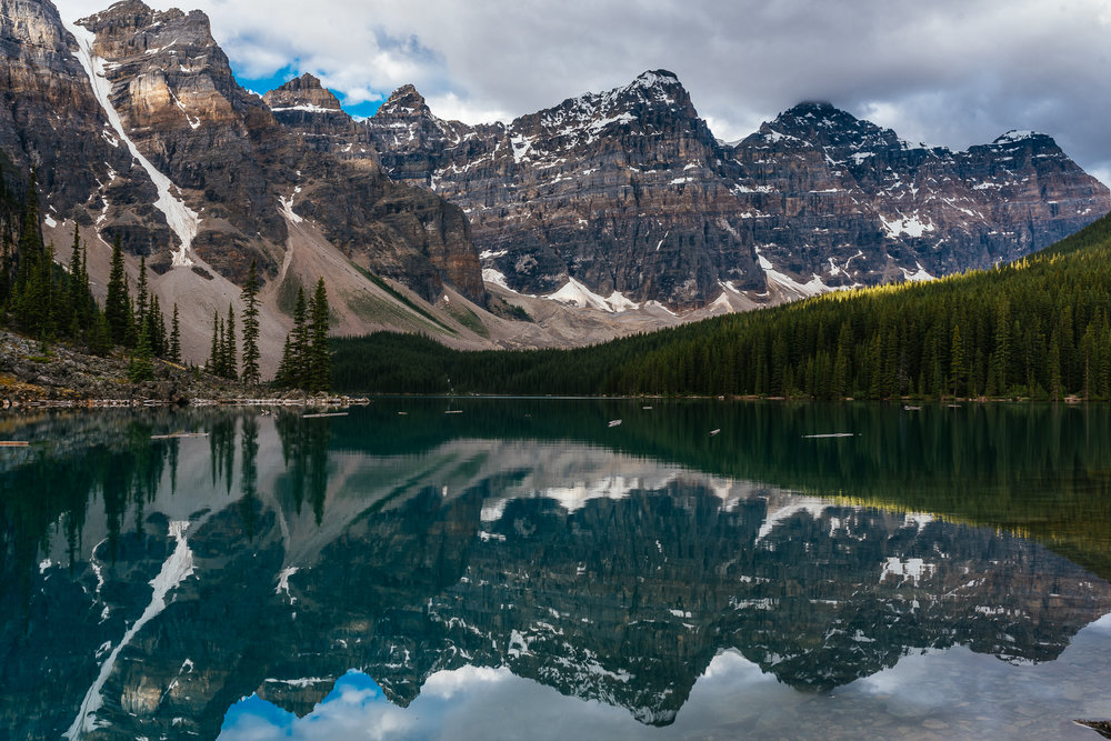 Sunrise at Moraine Lake reflection