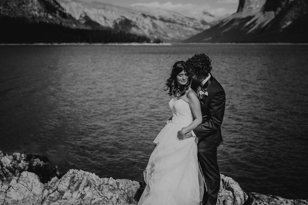 calgary and banff wedding photographer lake minnewanka wedding photo rocky mountains