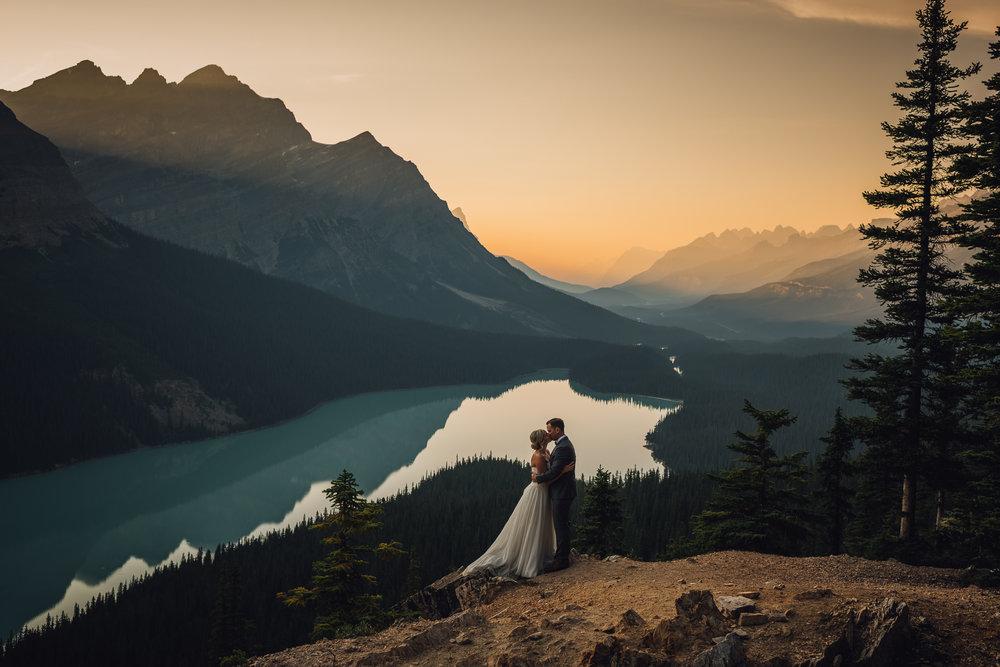 peyto lake wedding photo calgary wedding photographer banff wedding photographer