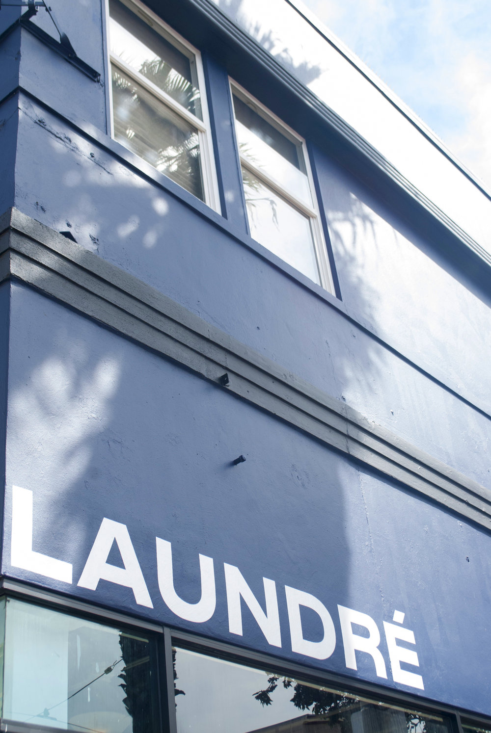 The outside facade of Laundre on Mission St.