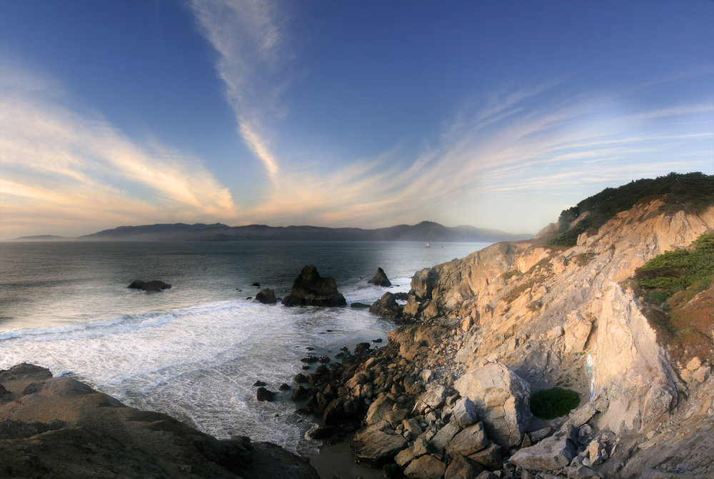 Sunset_at_Land's_End_in_San_Francisco_with_Cirrus_clouds.jpg