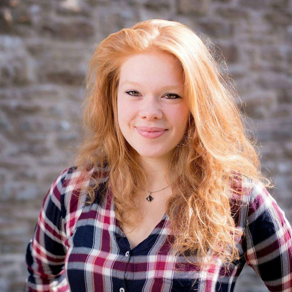 """NOLA FRIEDRICH  ist Teil des ensemble zwanzigfuenfzehn. Sie spielte in der """"Familie"""", bevor sie als Regieassistentin ans Freiburger Theater berufen wurde.   EINE FAMILIE"""