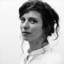CLARA NIELEBOCK  ist Theaterpädagogin. Sie ist Mitbegründerin von zfz und gehört zum Leitungs- und Konzeptionsteam. Sie gibt sie Schauspieltraining, inszeniert Stücke und begleitet beratend die Theaterproduktionen des ensembles.   EINE FAMILIE /  ENSEMBLE ZFZ /  LESEPROBE
