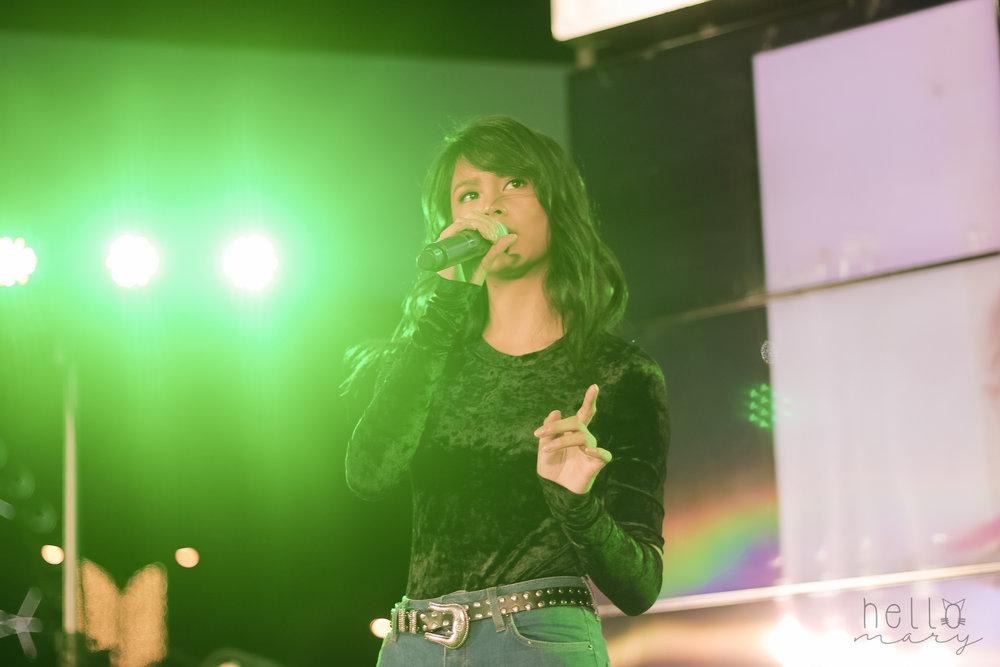 Ylona Garcia. Thiis girl is so pretty!!! I love how  kalma she is onstage.