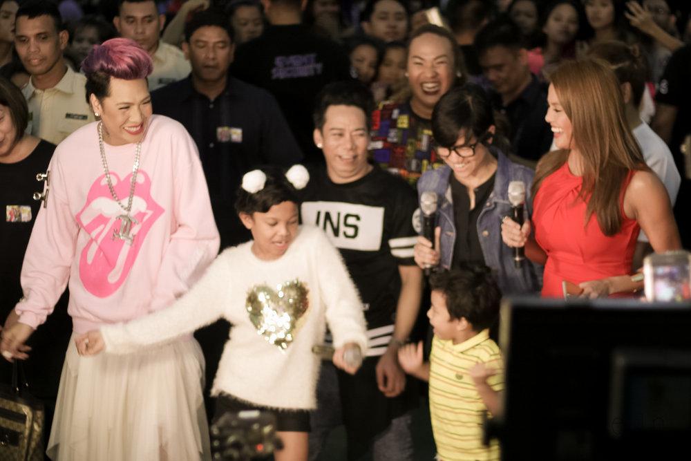 The whole cast with Bb. Joyce Bernal dancing  Ang Kulit live on TV Patrol!