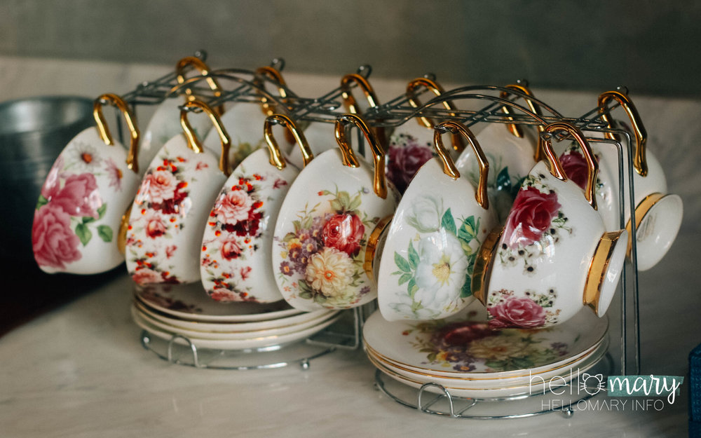 Dainty teacups found in the lobby of our hotel! Super love the gold and floral <3