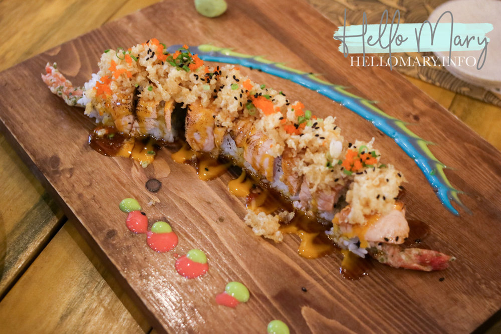 Oh Umi Maki - Shrimp tempura and salmon cubes with spicy Soru sauce topped with salmon and tempura flakes, drizzled in teriyaki sauce and truffle mayo. P390 for 8 pieces