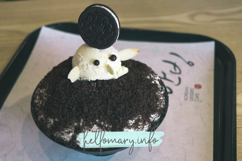 Oreo bingsu! Look at that cutie little bird with sliced almonds as her wings and beak. Lels. I didn't take a photo of what the others ordered because hellooooo kahiya.