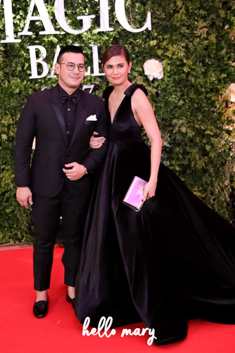 John and Isabel Prats - Isabel's gown is something I'd wear (if I were as thin!).