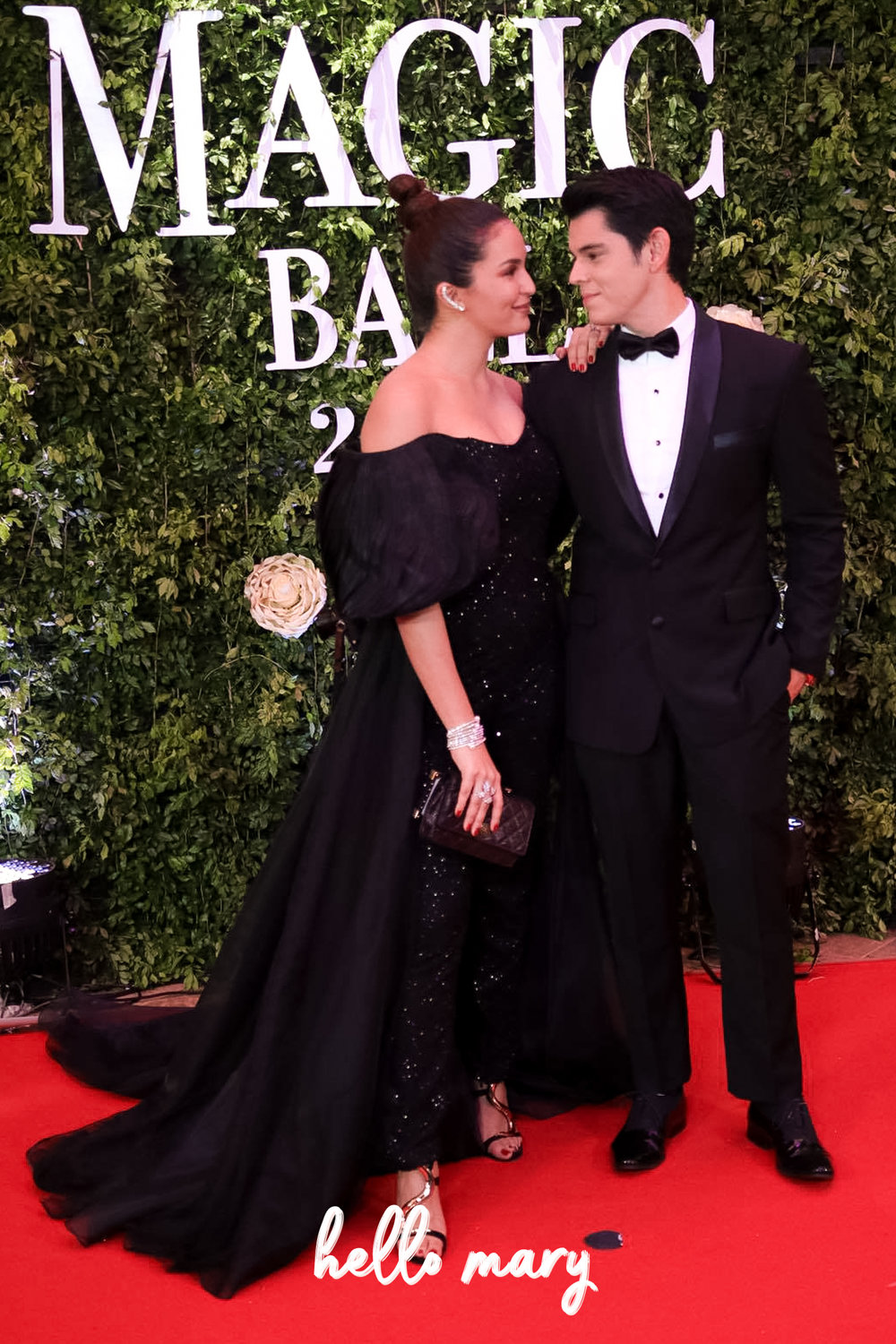 Richard Gutierrez & Sarah Lahbati - Just look at the way they look at each other. They're so crazy in love! I hate the sleeve on Sarah's gown though.