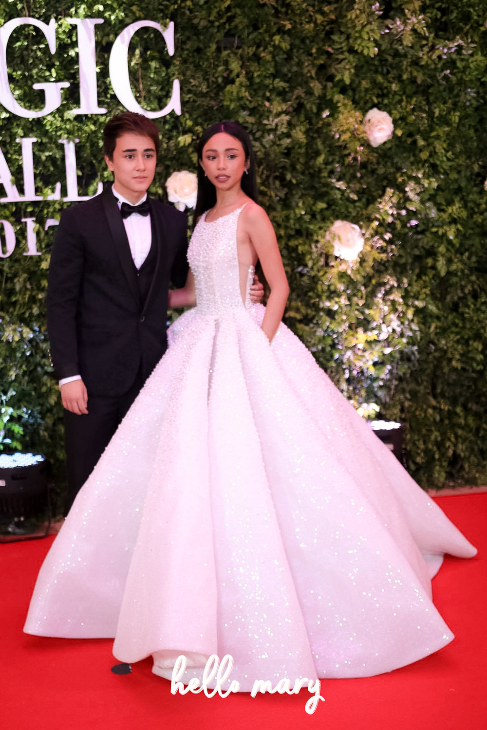 MayWard - Goodness, Maymay looks so pretty! Her gown suits her well. Of course Edward looks dashing too.