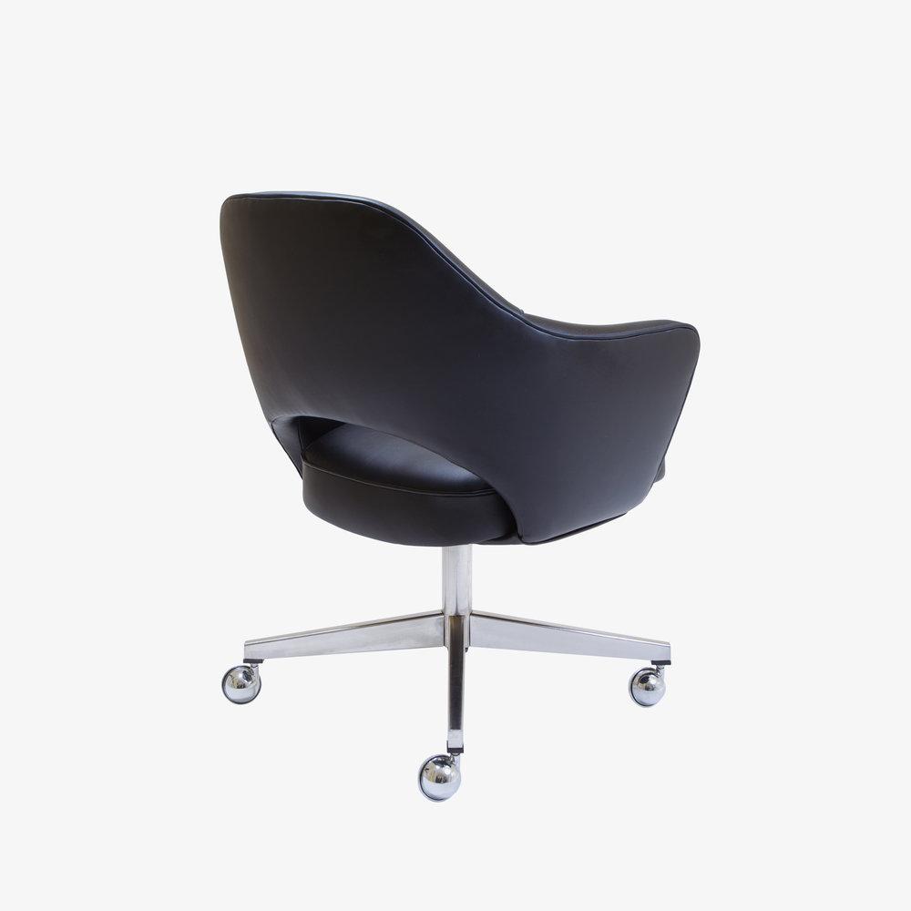 Saarinen Executive Arm Chair with Swivel Base in Black Leather3.jpg
