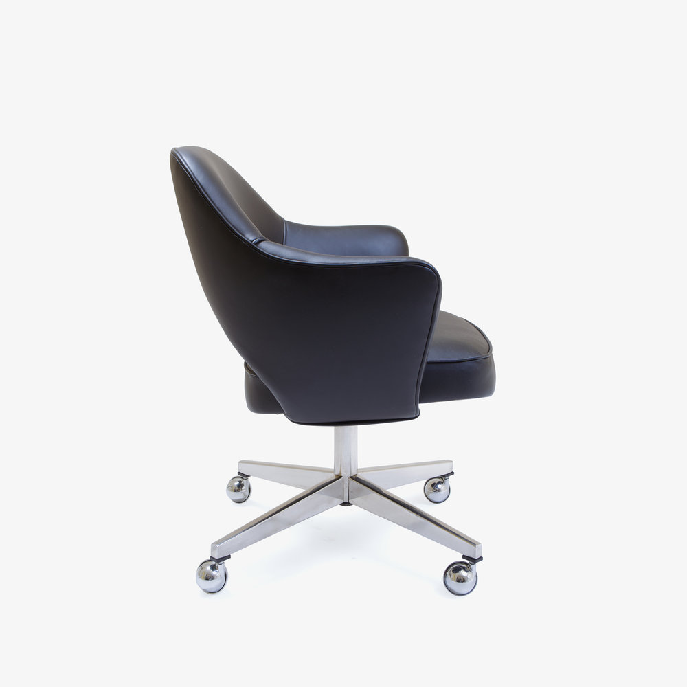 Knoll Saarinen Executive Arm Chair in Leather