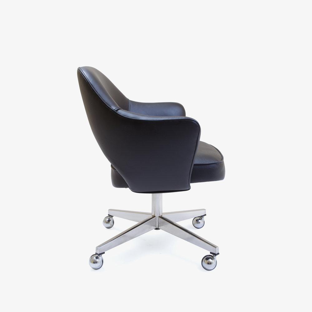 Saarinen Executive Arm Chair with Swivel Base in Black Leather4.jpg