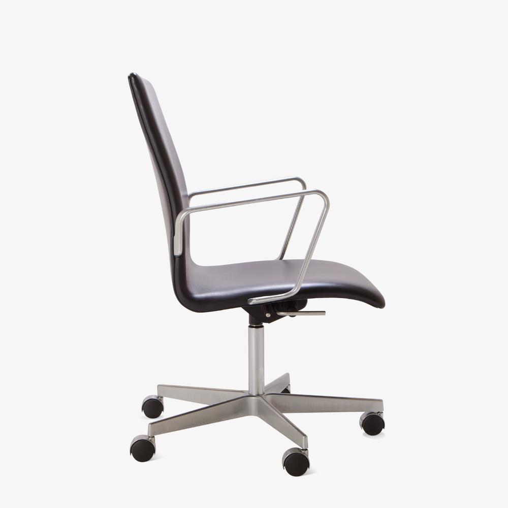 Oxford Chair by Arne Jacobsen for Fritz Hansen2.png