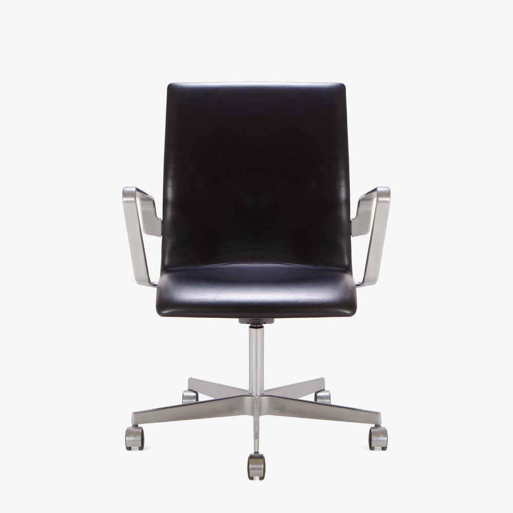 Oxford Chair by Arne Jacobsen for Fritz Hansen.png