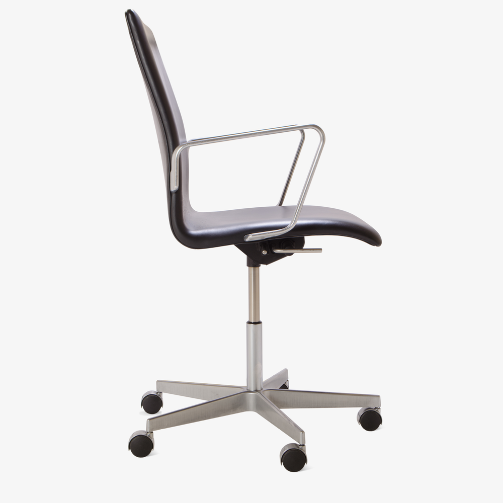 Oxford Chair by Arne Jacobsen for Fritz Hansen3.png