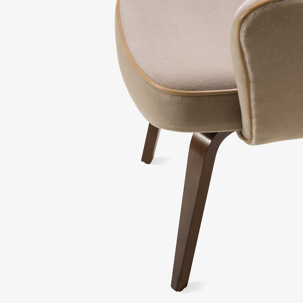 Saarinen Executive Arm Chair with Walnut Legs in Mohair & Leather Piping5.png