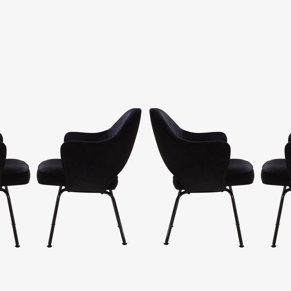 Saarinen Executive Arm Chair, Black Edition4.png