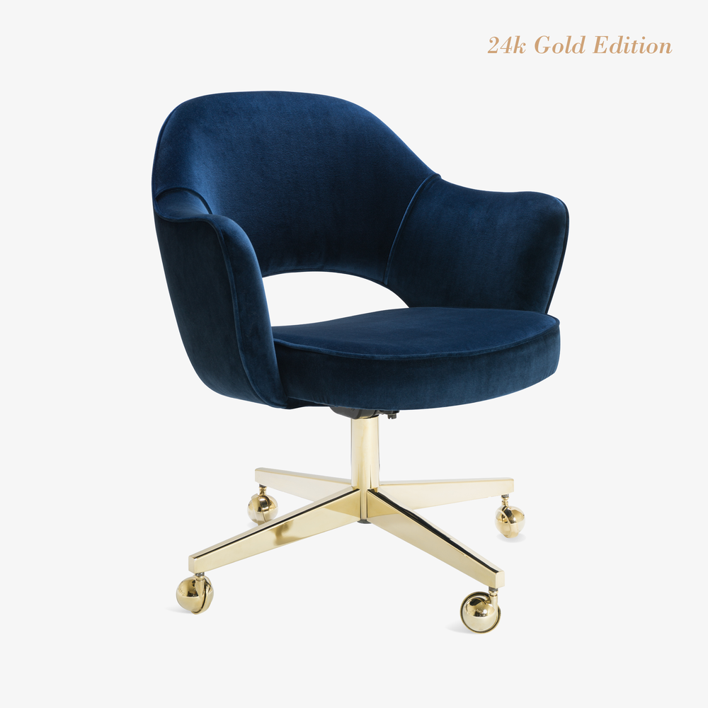 Saarinen Executive Arm Chair In Velvet