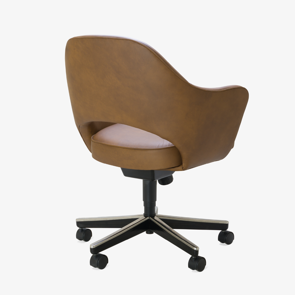 Saarinen Executive Arm Chair in Saddle Leather, Swivel Base4.png